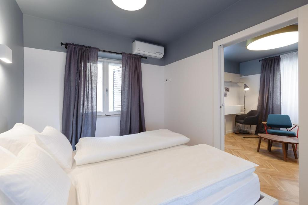 A bed or beds in a room at MK Luxury Rooms