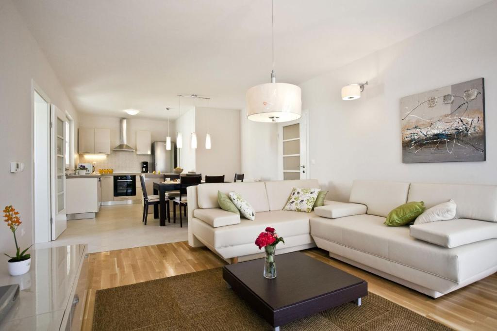 A seating area at Apartments Cvita
