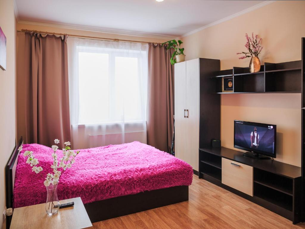 A bed or beds in a room at Apartment on Leninskiy 124 b