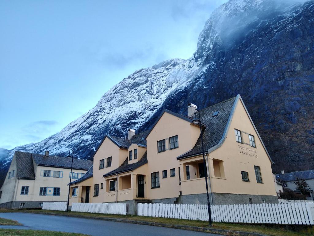 Trolltunga Apartments om vinteren