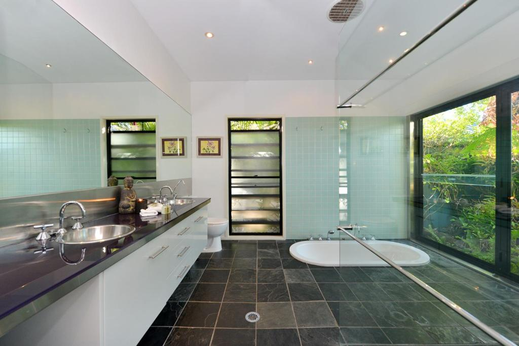 A kitchen or kitchenette at Trinity Beach Hideaway