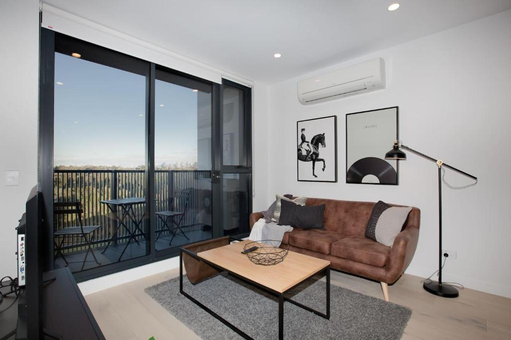 A seating area at 「Chocolate Taste」1 bdrm Apt@Pakrville+Free parking