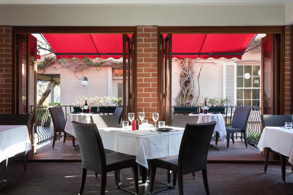 A restaurant or other place to eat at Ramada by Wyndham Brisbane Windsor