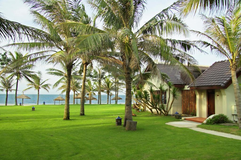 Een tuin van Palm Garden Beach Resort & Spa