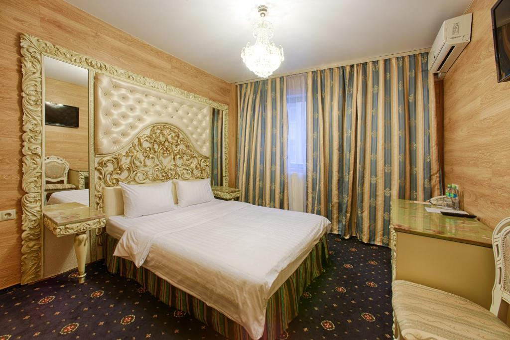 A bed or beds in a room at Sunflower Avenue Hotel Moscow