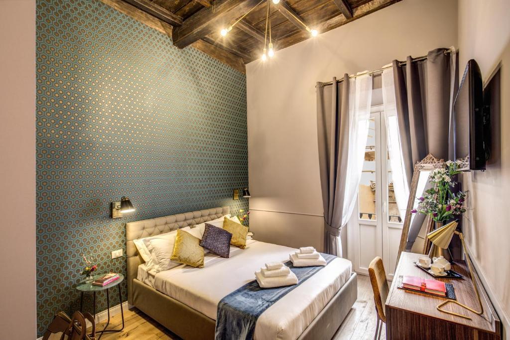Cama o camas de una habitación en Tree Charme Parliament Boutique Hotel