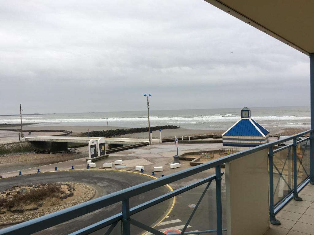 Balcon ou terrasse dans l'établissement fleur de sel appartement face à la mer