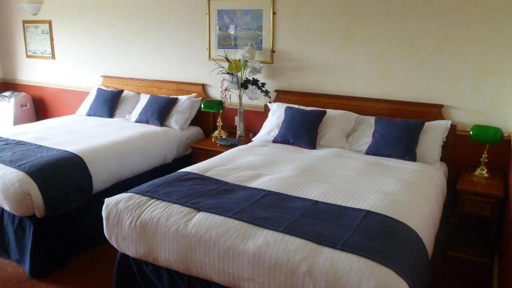 A bed or beds in a room at London Beach Country Hotel & Golf Club
