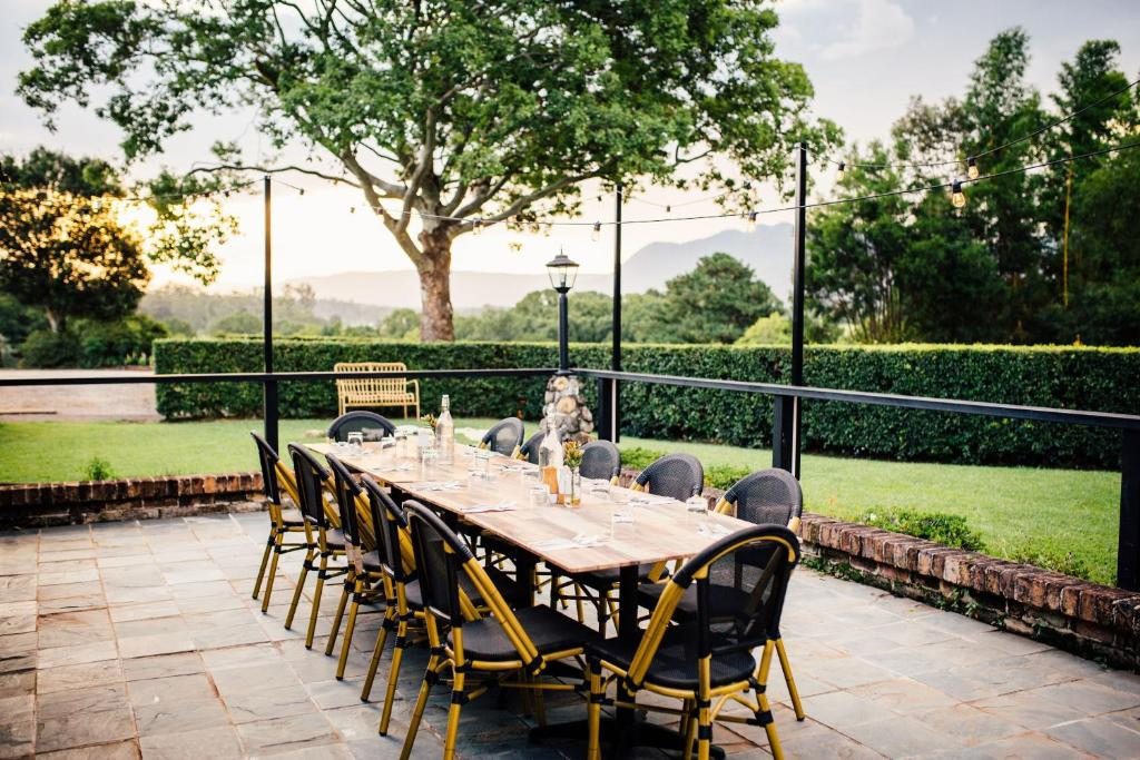 A restaurant or other place to eat at Bellingen Valley Lodge