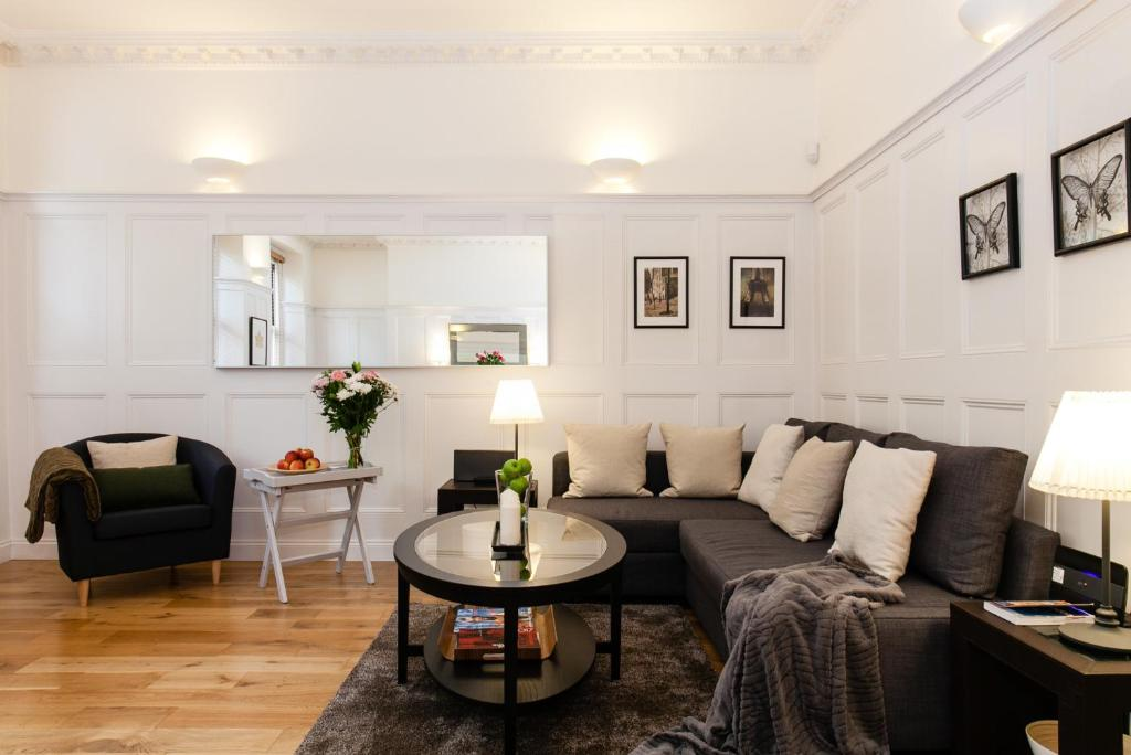 A seating area at WOW! 2 BEDROOM/ COVENT GARDEN/RIVER THAMES