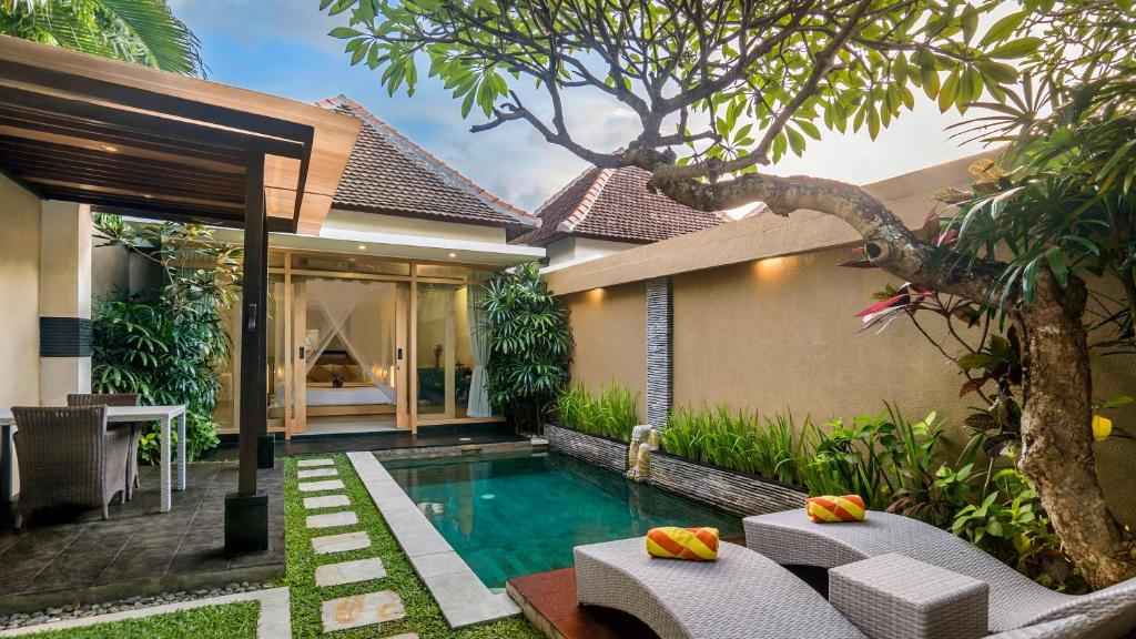 The swimming pool at or near Tonys Villas & Resort