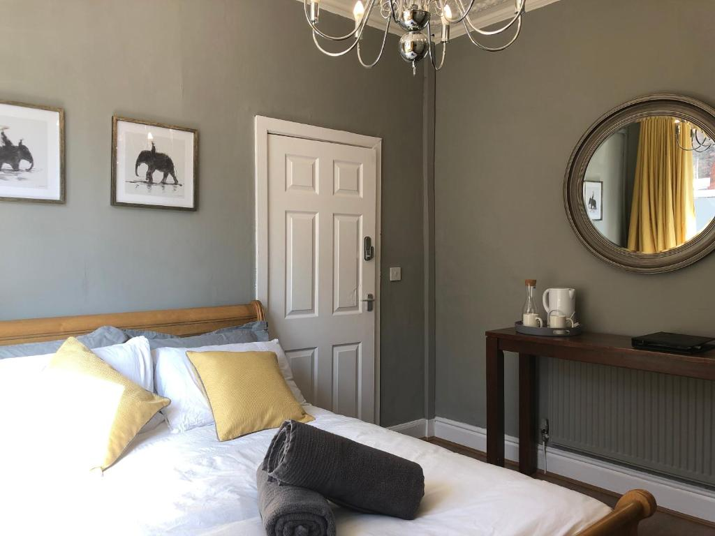A bed or beds in a room at Esmond Rooms Liverpool