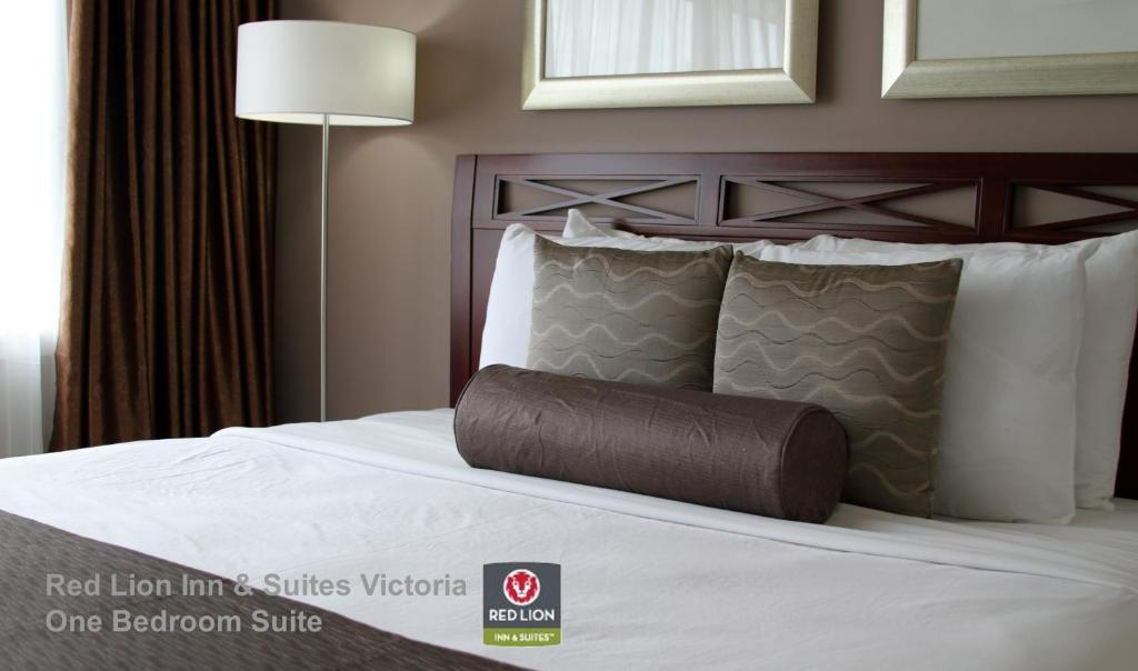 A bed or beds in a room at Red Lion Inn and Suites Victoria