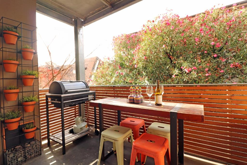Colour Pop Fitzroy - Pets, Parking, Balcony, 3bdrm
