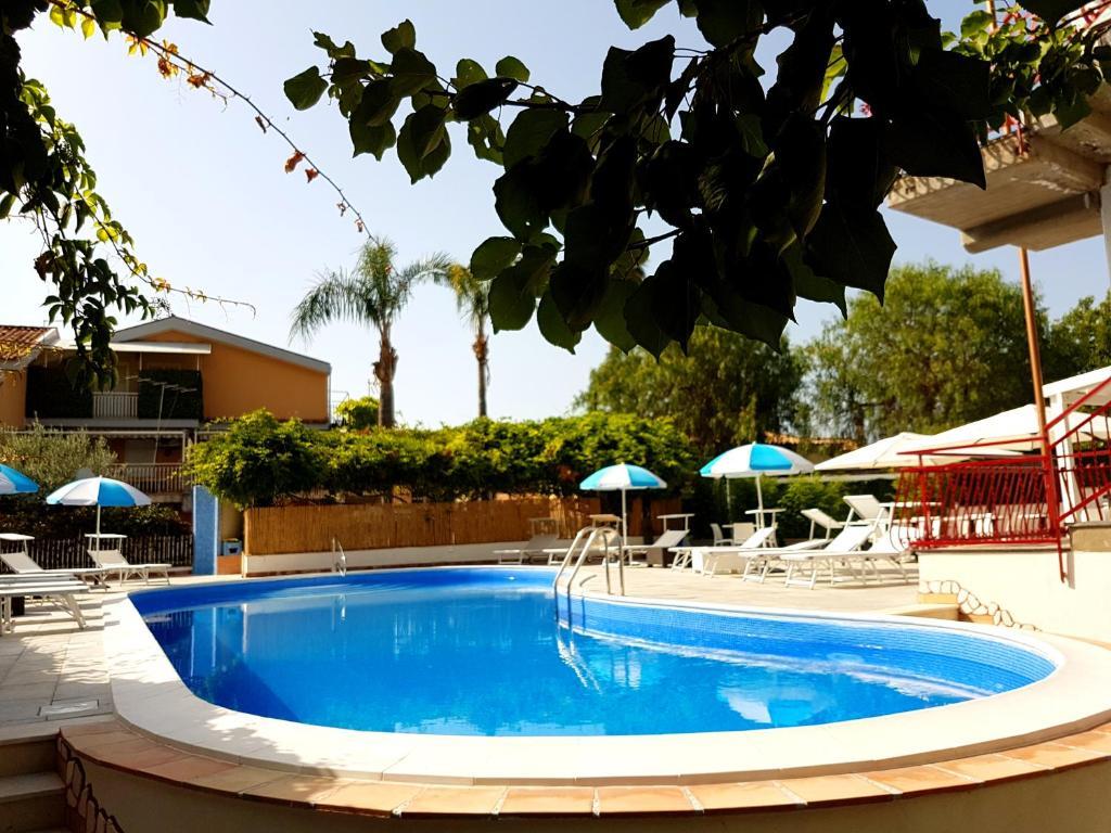 giardini naxos hotel alexander)