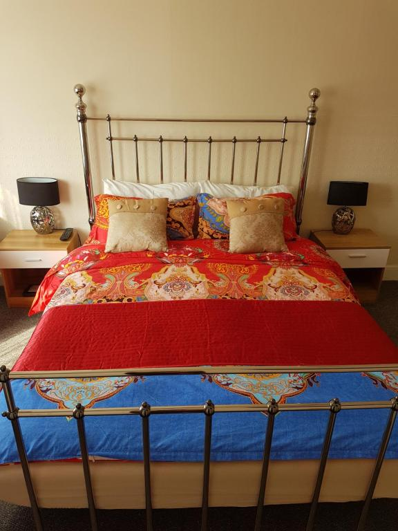 A bed or beds in a room at Rembrandt Guest House