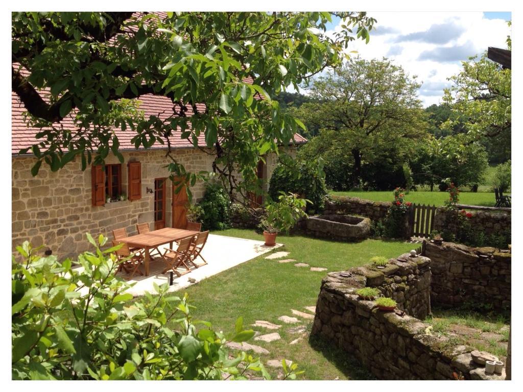 Een tuin van A L'Ombre du Tilleul