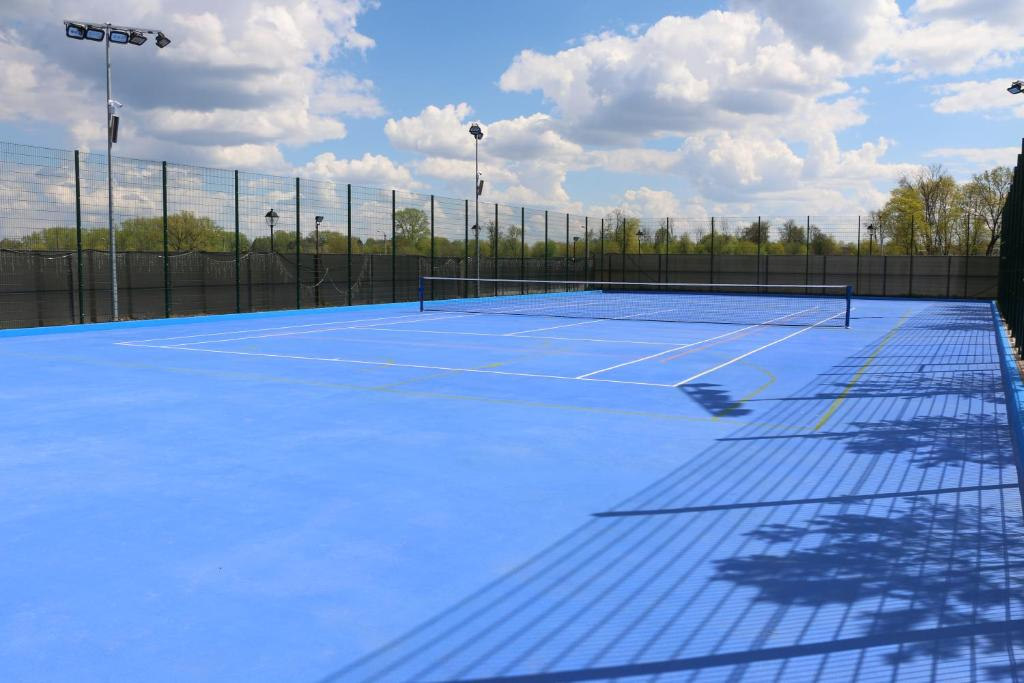 Tennis and/or squash facilities at Art Hotel Nikolaevsky Posad or nearby