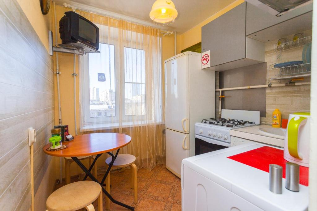 A kitchen or kitchenette at Apartments 1 step to Moskovskaya