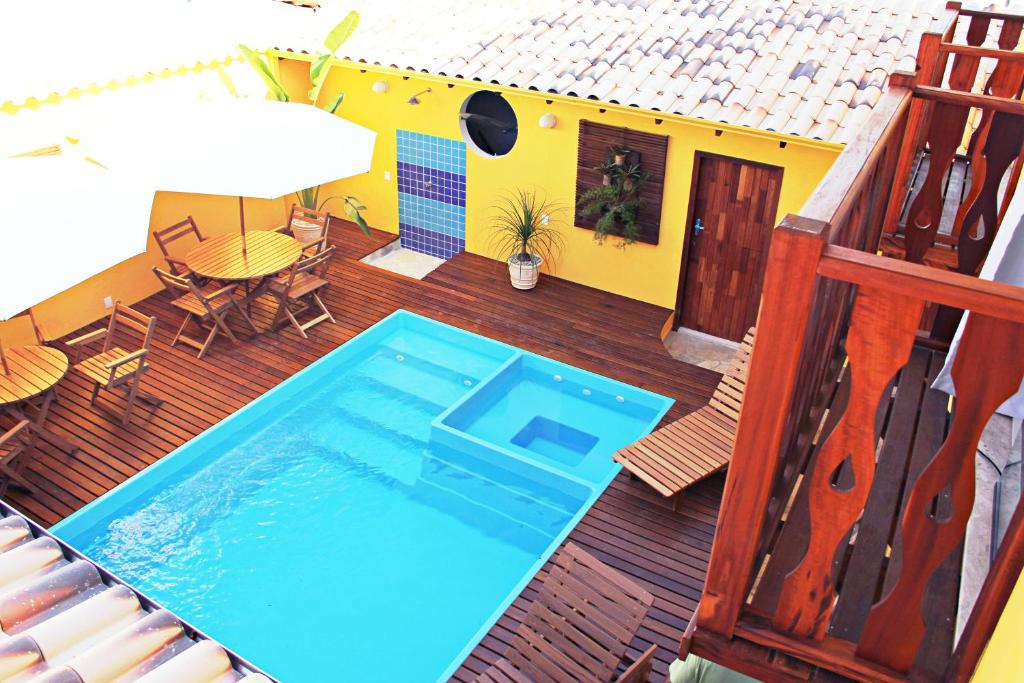A view of the pool at Pousada Maravilha de Paraty or nearby