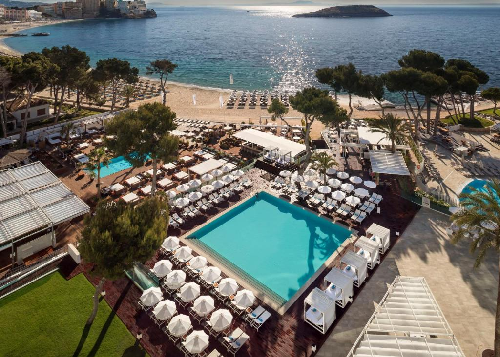 A view of the pool at Meliá South Beach or nearby