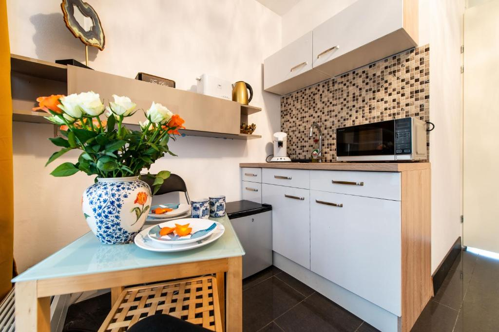 A kitchen or kitchenette at Arena Suite