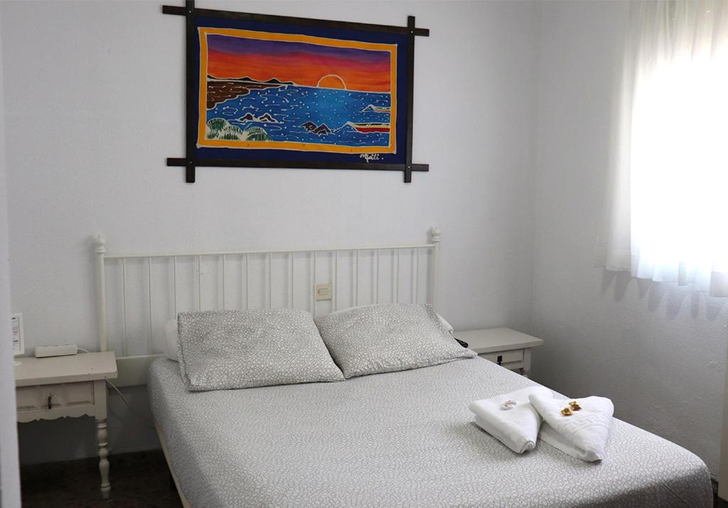 A bed or beds in a room at Hostal Milmarcos