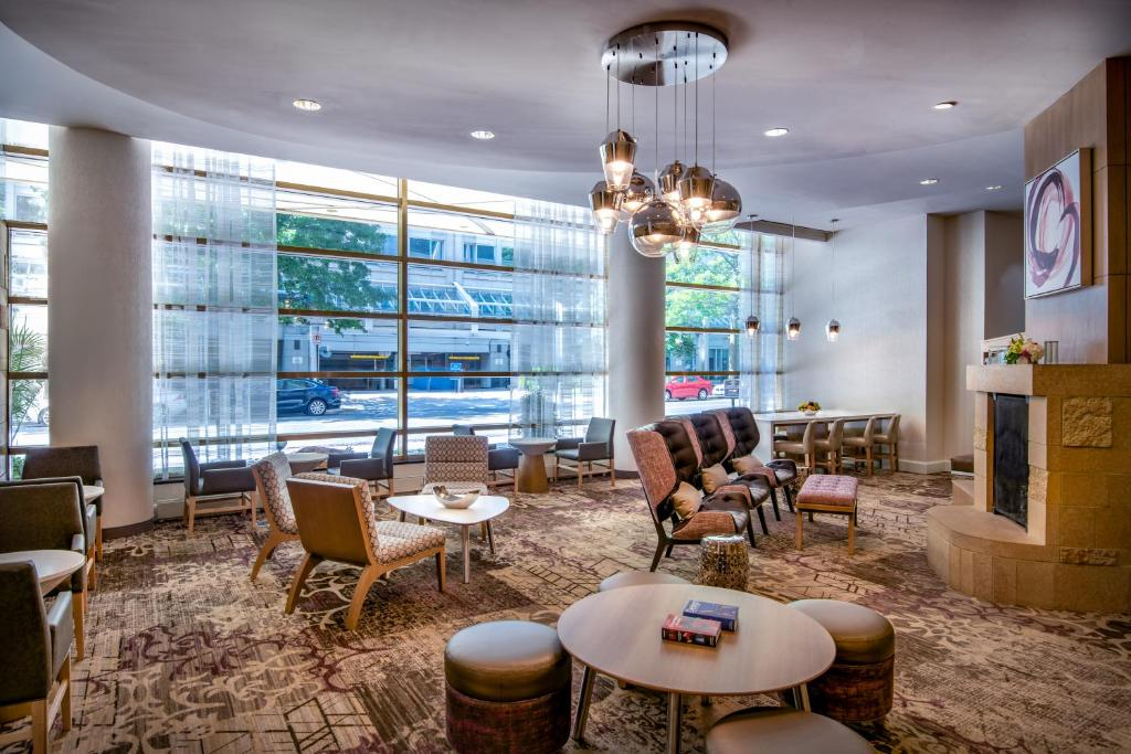 The lounge or bar area at Residence Inn Washington DC/Capitol