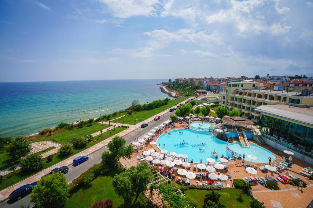 A bird's-eye view of Hotel Perla Beach Luxury