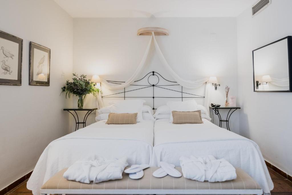 A bed or beds in a room at Palacio De Los Navas