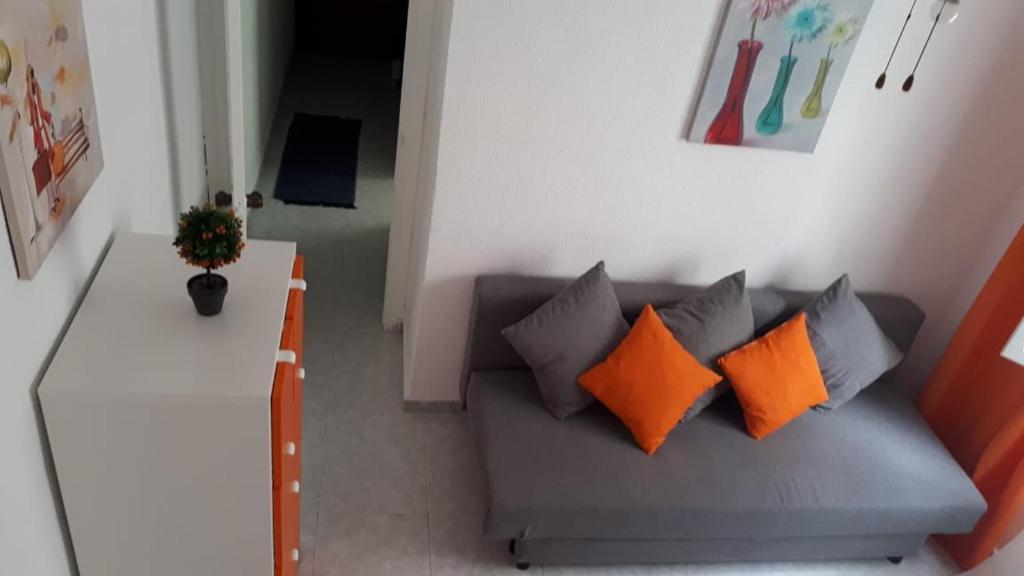 O zonă de relaxare la 03011, Spain, Alicante, Calle Canónigo Giner, 1