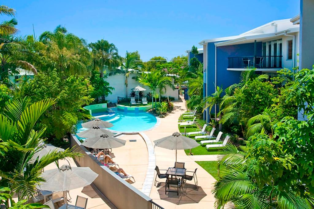 A view of the pool at Verano Resort Noosa or nearby