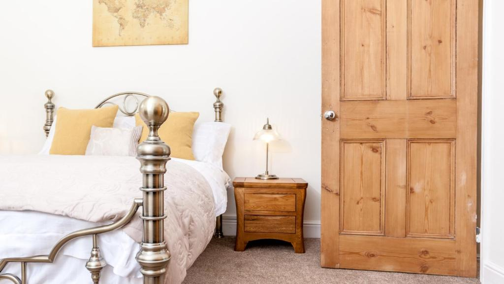 A bed or beds in a room at Lovely Victorian house - Lichfield City Centre