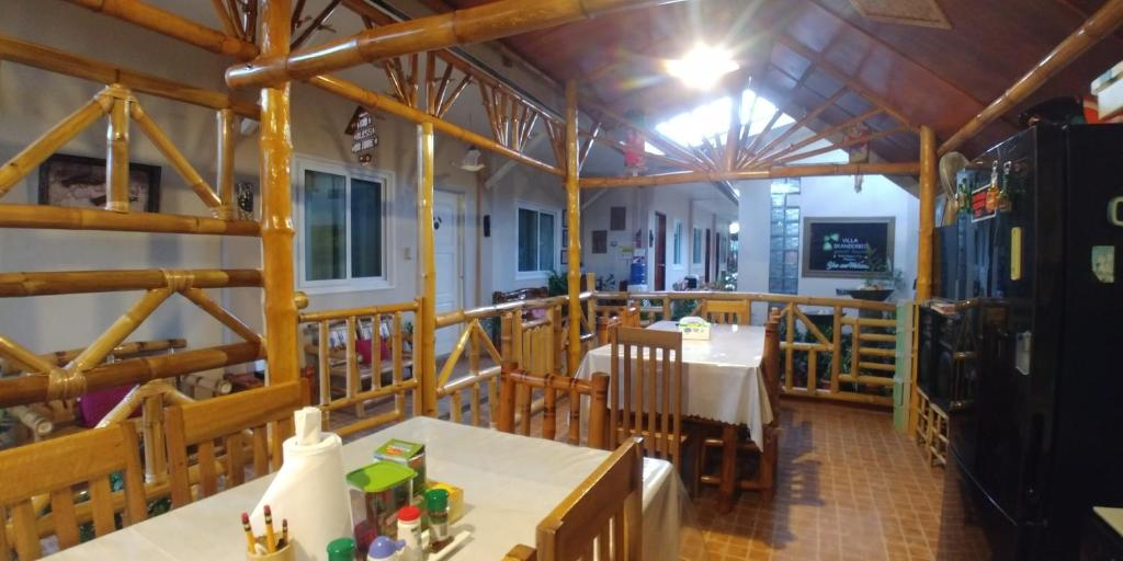 A restaurant or other place to eat at Villa Skanderbeg Guest House