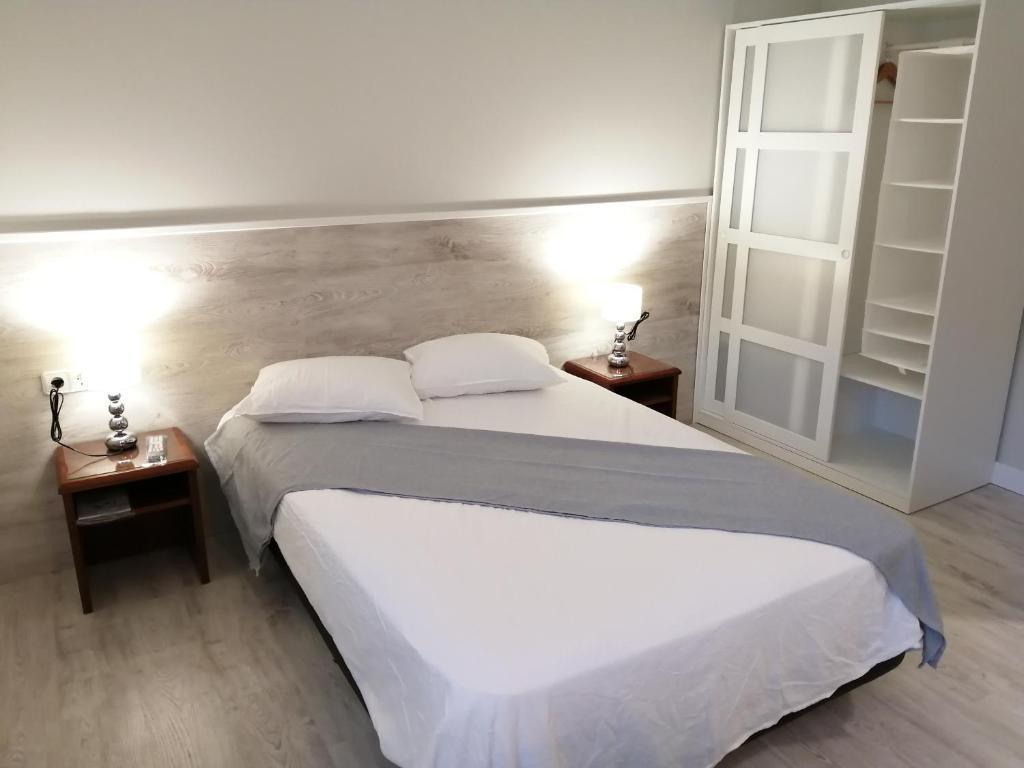 Cama o camas de una habitación en Estudios los Arcos