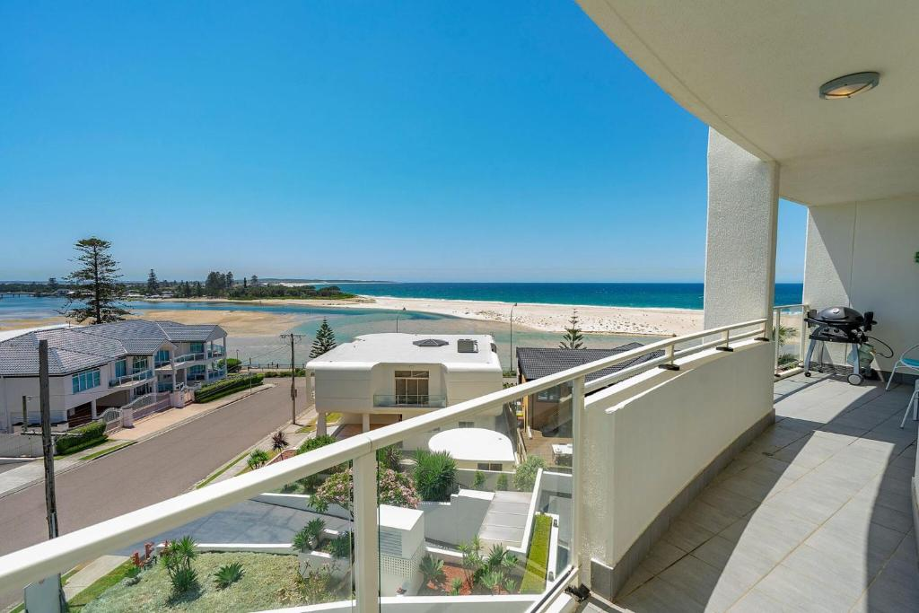 A balcony or terrace at Ocean Views Shore to Please