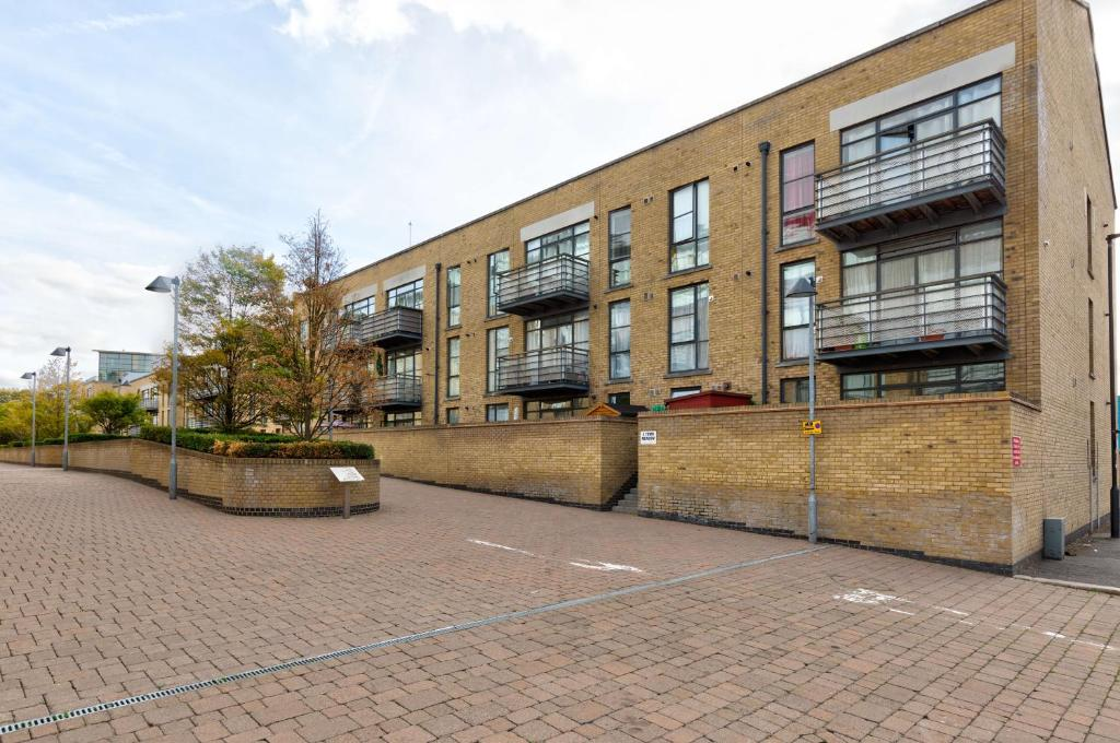 Riverside Apartments Kew West Brentford Uk Booking Com