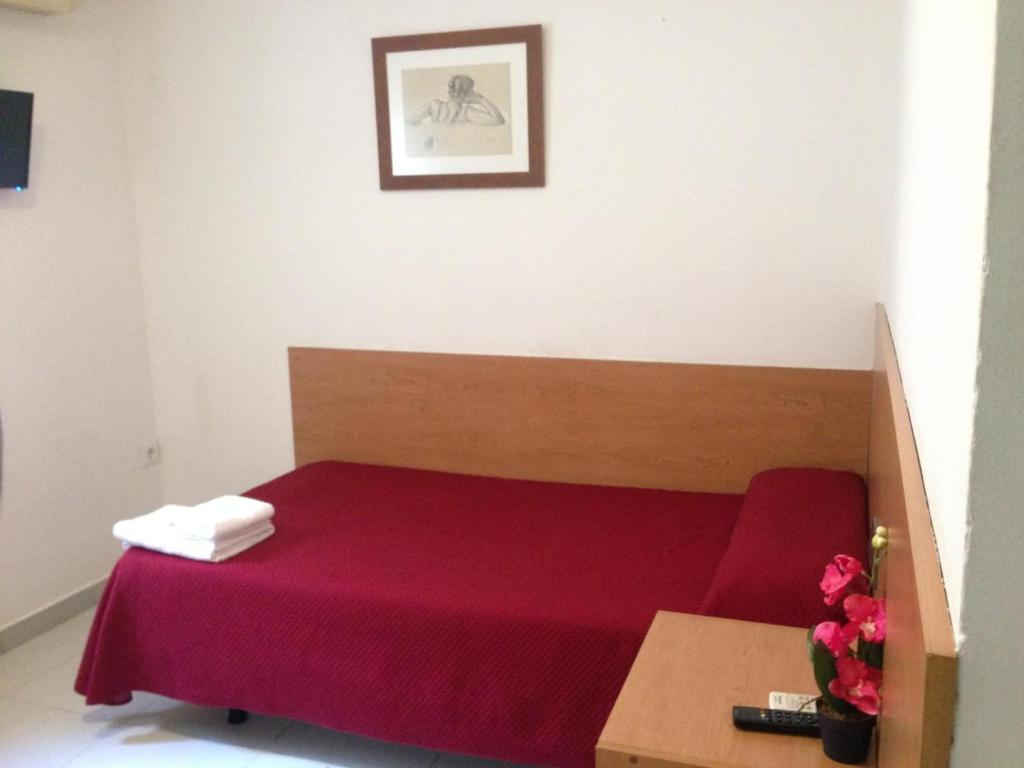 A bed or beds in a room at L'Hostalet