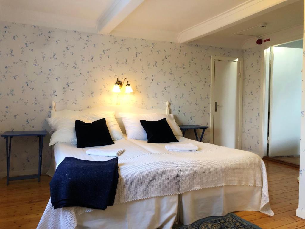 Säng eller sängar i ett rum på Visingsö Pensionat