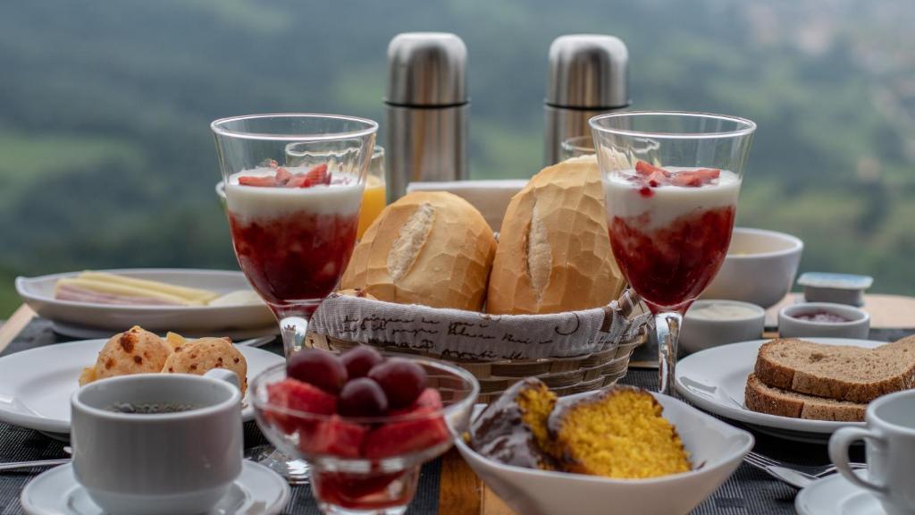 Opções de café da manhã disponíveis para hóspedes em Chalés Estância da Serra