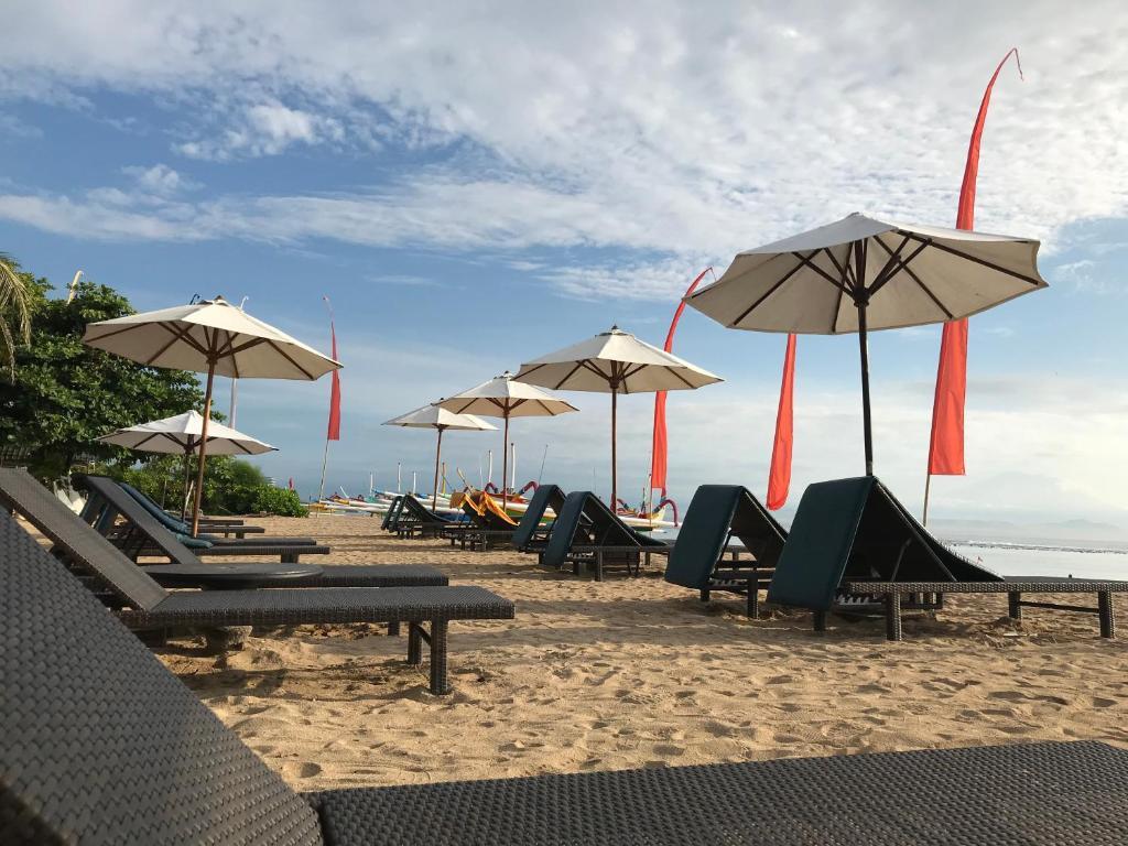 Een strand bij of vlak bij het hotel