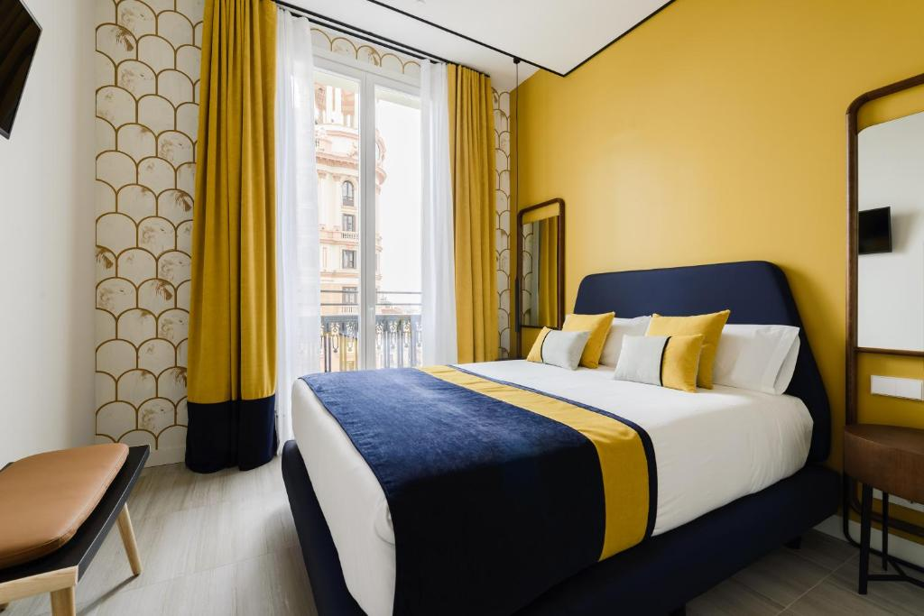 A bed or beds in a room at Gran Vía Centric