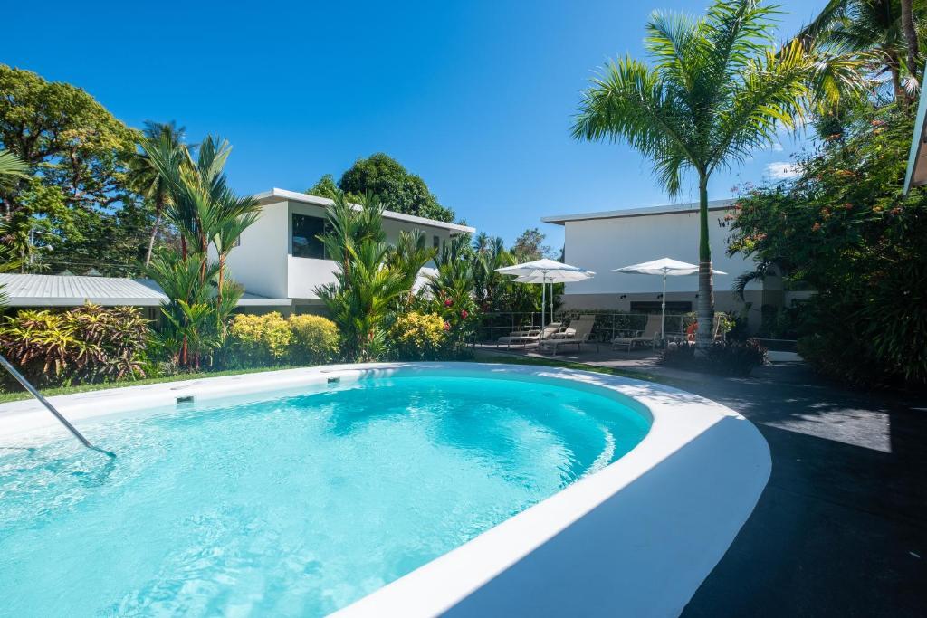 Het zwembad bij of vlak bij La Vela Boutique Hotel
