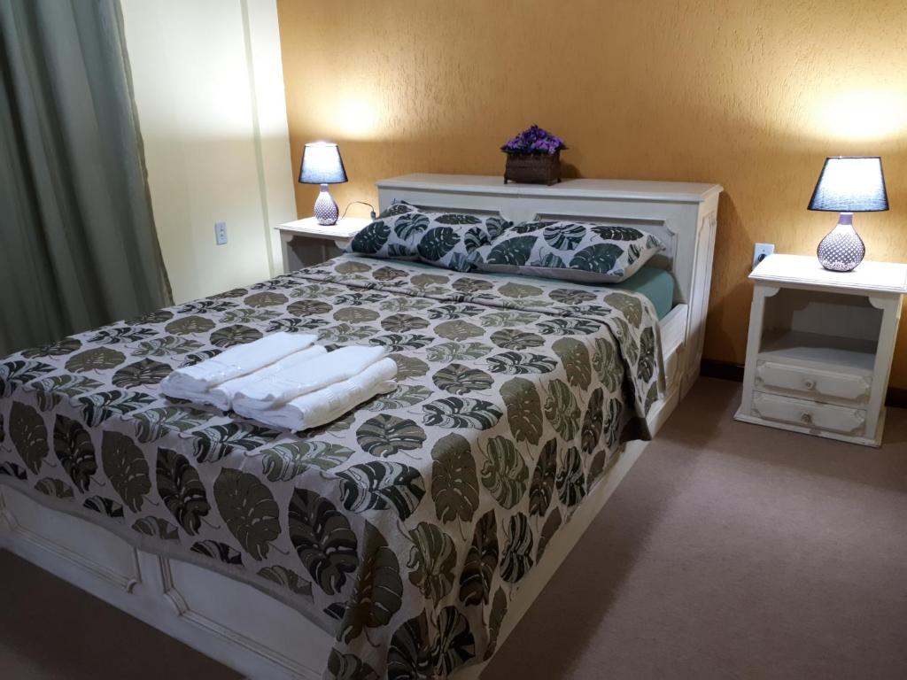 A bed or beds in a room at Suíte com vista da Serra