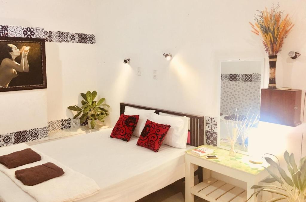 A bed or beds in a room at Mia Homestay