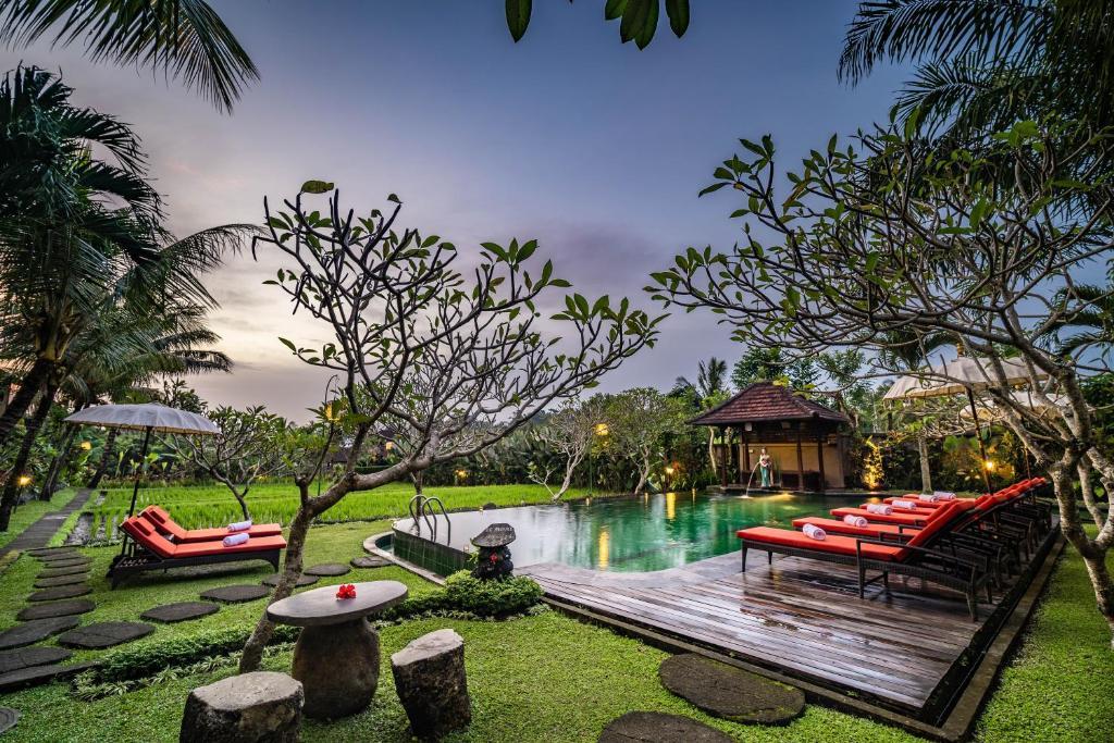 A garden outside Bliss Ubud Spa Resort