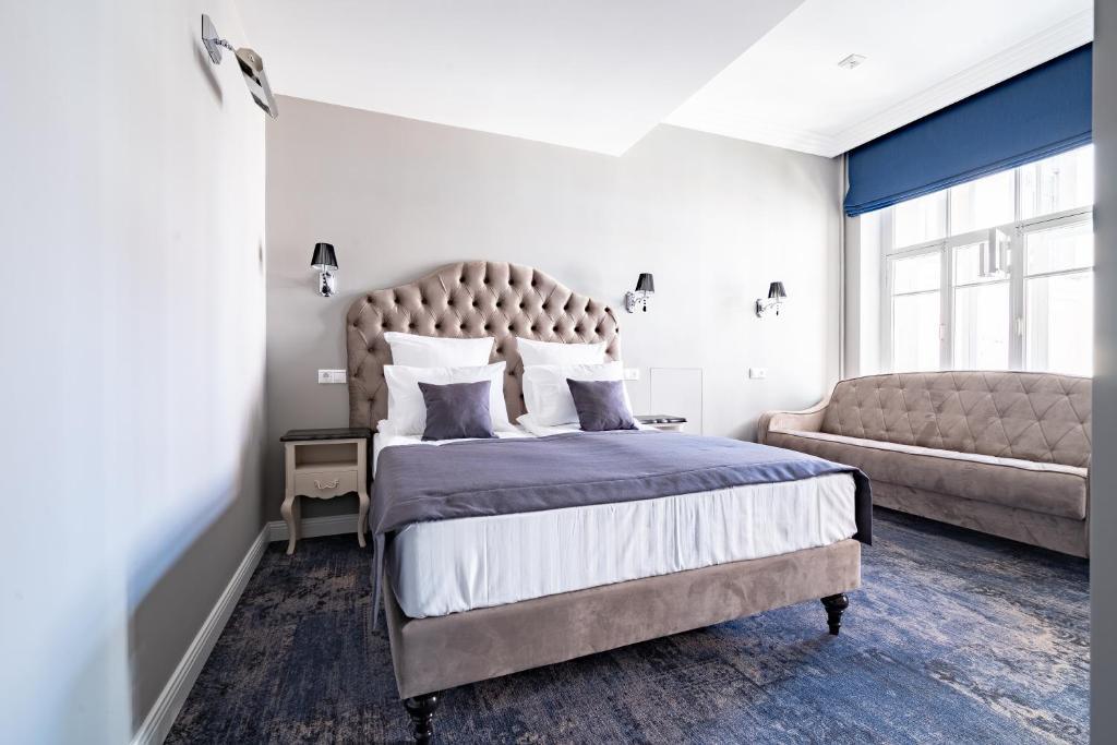 Кровать или кровати в номере Chez Michel Hotel