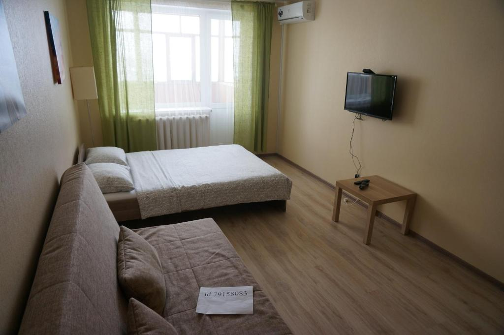 A bed or beds in a room at Apartment in Tura Mikrorayon