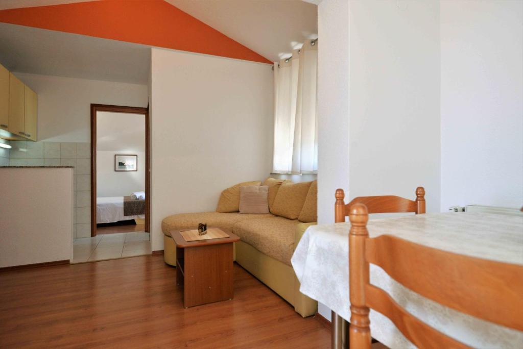 A seating area at Apartments Jagoda