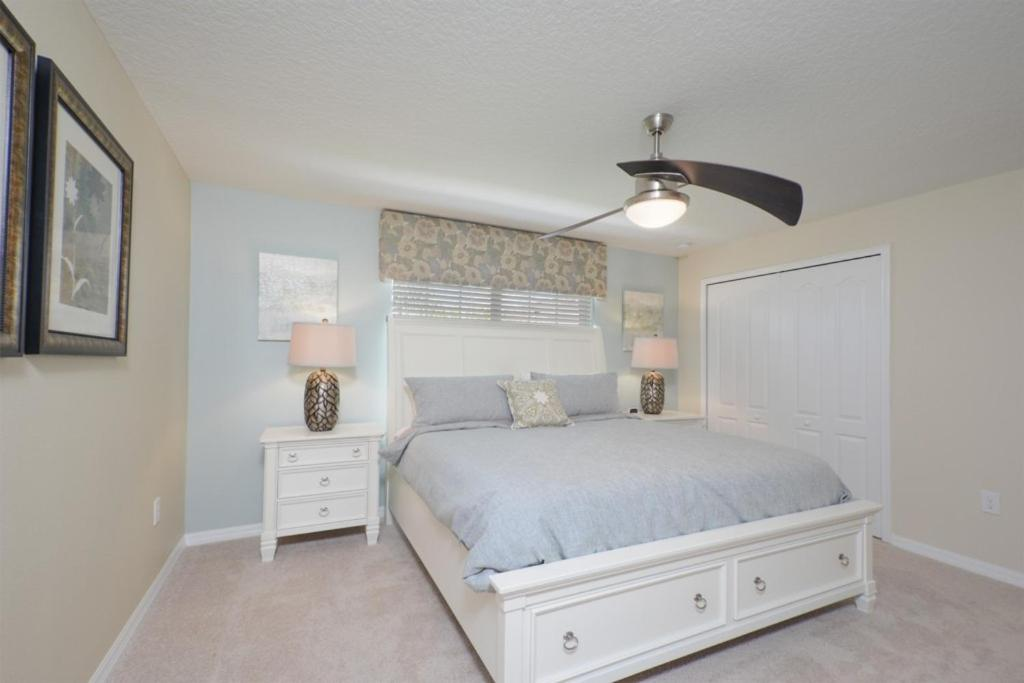 A bed or beds in a room at 4 Bedrooms villa at Storey Lake